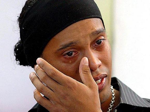 http://pokerati.com/wp-content/uploads/2009/08/ronaldinho-crying.jpg