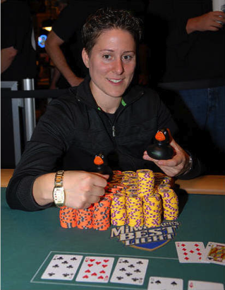 Vanessa Selbst after winning the $1,500 Pot Limit Omaha event at the 2008 World Series of Poker. Photo: flipchip / lasvegasvegas.com